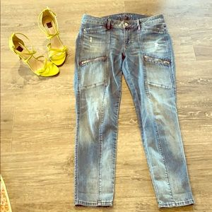 The Skimmer- slightly destructed jeans
